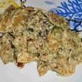 Паста фарфалле с курицей, брокколи и грибами в соусе Фондю Эмменталь