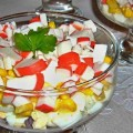 салат из крабовых палочек с рисом и кукурузой