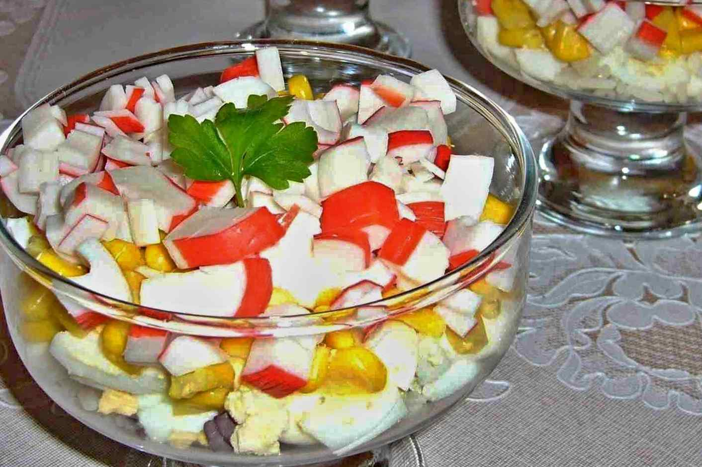 Салат и крабовых палочек и кукурузы рецепт очень вкусный с
