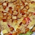 салат Цезарь с курицей и креветками фото-рецепт