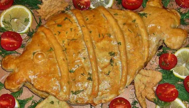 Рыбный пирог из слоеного теста с горбушей