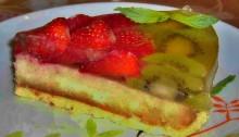 торт с клубникой и киви с маскарпоне