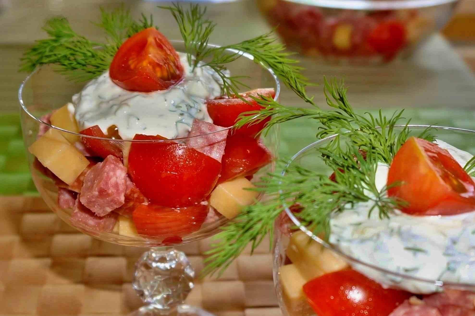 Салат с помидорами сыром и макаронами
