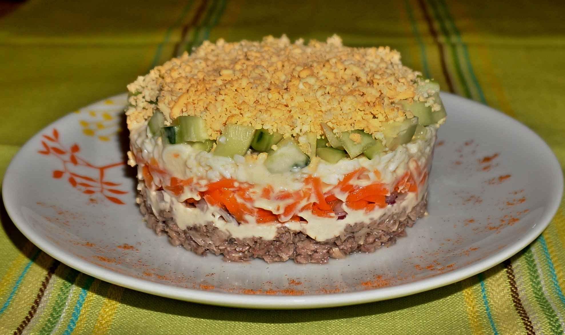 Рецепты простых салатов с из консервированной рыбы