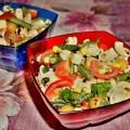 Салат с макаронами, стручковой фасолью и помидорами