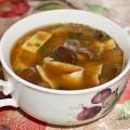 Куриный суп с яичными блинчиками и лесными грибами