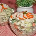 Салат из крабовых палочек с рисом и огурцами