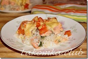 Рис с лососем с помидорами и сыром