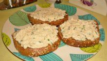 рыбная намазка на хлеб