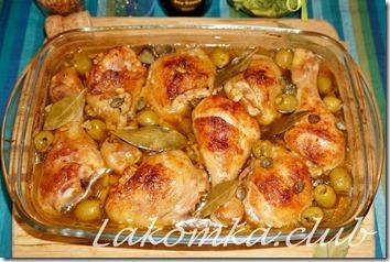 курица с оливками и маринованными огурцами