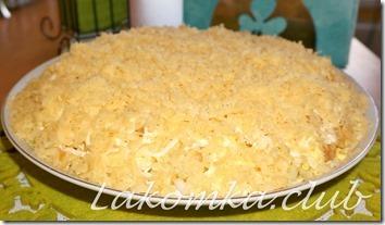 салат из капусты с яблоком, яйцами и сыром