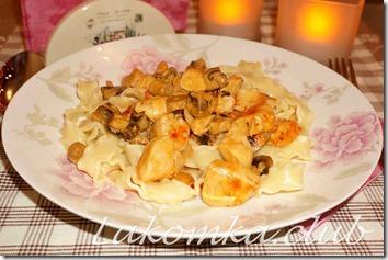 паста с курицей и грибами в сливках