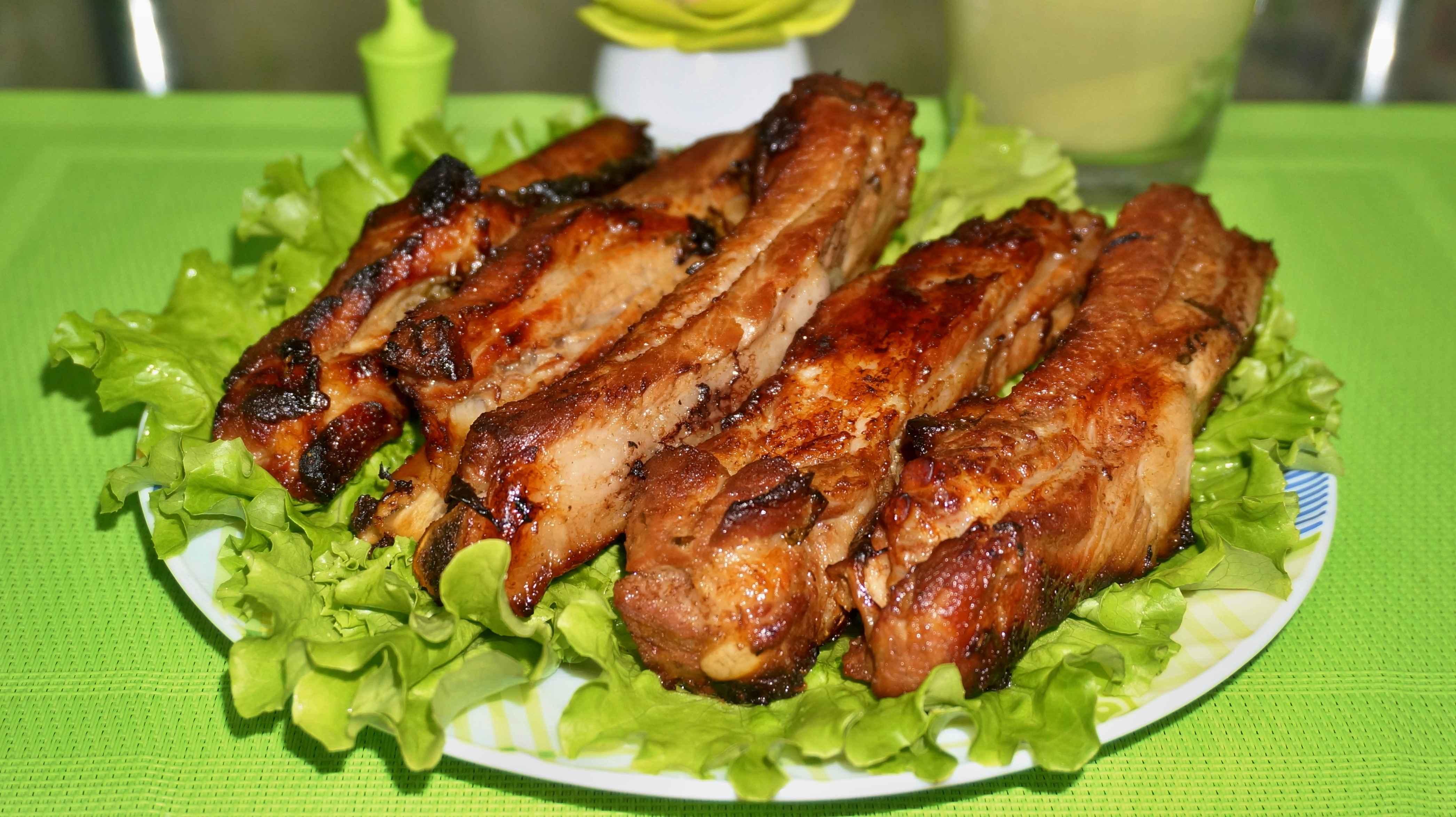 свиные ребра с медом и соевым соусом в духовке