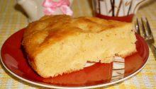 Бисквитный пирог с консервированными ананасами