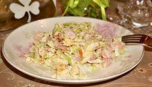 Салат с копченым окорочком с пекинской капустой и сухариками