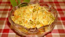 Салат с капустой, горошком и кукурузой
