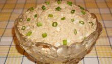 Салат из печени трески с рисом и яйцом