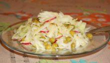 Салат из молодой капусты с огурцами, редисом и горошком