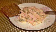 Салат немецкий с колбасой и солеными огурцами