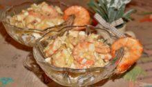 Салат с креветками, ананасами и сыром