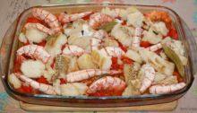 Рыба, запеченная с картофелем и креветками По-испански
