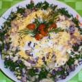 Салат из говядины с маринованными огурцами и грибами