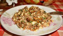 Гречневая каша с грибами, чесноком и кедровыми орешками